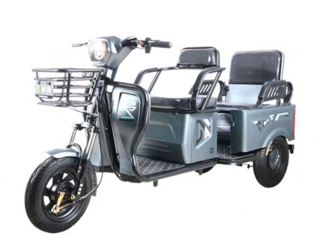 Электрический трехколесный скутер
